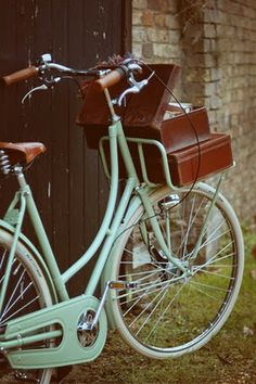 mint green vintage bike. and is that a record player in the front i see? wow! this is like my dream bike!!! i really love this. . .