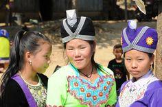 Ce jour-là, dans les villages près de Nong Khiaw, c'était le nouvel an des Mhongs et les jeunes filles étaient belles comme des princesses… ©Salaün Holidays