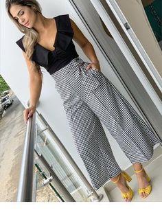 "Looks With Pantacourt Pants "" Check out 15 Amazing Ideas! Work Fashion, Fashion Pants, Fashion Dresses, Fashion Looks, Milan Fashion, Fashion Trends, Baggy Pants, Skirt Pants, Trousers"