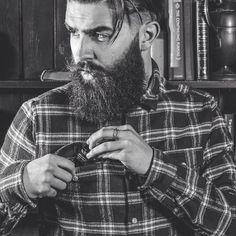 men style, moda para hombre, beard, barba #menstyle #menswear #moda #hombres | caferacerpasion.com