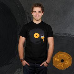 Schallplatten-Nostalgie (Herren T-Shirt)http://de.dawanda.com/product/40743330-Schallplatten-Nostalgie-Herren-T-Shirt