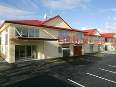 Palmerston North B-K's Motor Lodge New Zealand, Pacific Ocean and Australia Set in a prime location of Palmerston North, B-K's Motor Lodge puts everything the city has to offer just outside your doorstep. The hotel offers guests a range of services and amenities designed to provide comfort and convenience. Take advantage of the hotel's free Wi-Fi in all rooms, facilities for disabled guests, car park. Television LCD/plasma screen, internet access – wireless, internet access – ...