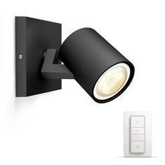 Wandlamp Philips Hue Runner zwart in badkamer boven spiegel