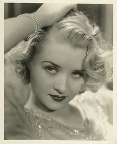A gorgeous pic of movie star turned environmental activist Marian Marsh. For all things Classic Hollywood, visit my website! Glamour Vintage, Old Hollywood Glamour, Golden Age Of Hollywood, Vintage Hollywood, Hollywood Stars, Vintage Beauty, Classic Hollywood, Vintage Makeup, Pelo Retro