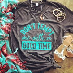 Yesssss please! Funny Graphic Tee don't tempt me with a good time Country Girl Shirts, Country Outfits, Western Outfits, Country Style, Funny Graphic Tees, Graphic Shirts, Simple Shirts, Cool T Shirts, Best T Shirt Designs
