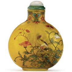 AN ENAMEL ON YELLOW GLASS SNUFF BOTTLE - QIANLONG MARK AND PERIOD, 1736-1795 IMPERIAL, ATTRIBUTED TO THE PALACE WORKSHOPS, BEIJING