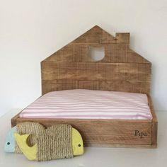 Cama y rascador para gatos - Bed and scraper for cats