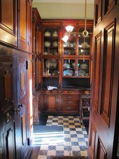 Nadire Atas on Edinburgh Scotland Magic Inspiring Traditional Victorian Kitchen Remodel Ideas 27 Kitchen Butlers Pantry, Farmhouse Kitchen Cabinets, Kitchen Cabinets Decor, Butler Pantry, Kitchen Interior, Kitchen Design, Kitchen Ideas, Farmhouse Sinks, Pantry Ideas