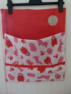 Range pyjama, doudou, livres...rouge et rose : Meubles et rangements par fee-moi-belle