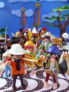 Atrás do bloco Playmobil só não vai quem já morreu!
