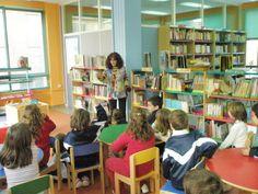 Visita escolar. Escultor Ortells. Biblioteca Infantil