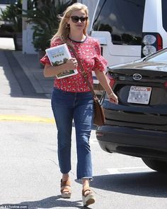 Looking like a Southern belle! Reese Witherspoon stepped out for a bit of shopping in Bren...