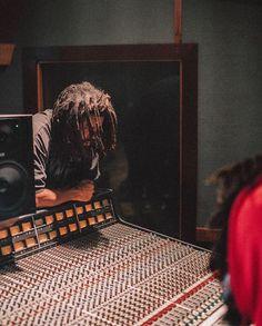 Cole x Revenge of the Dreamers 3 J Cole Albums, Rap Background, J Cole Art, Rap Wallpaper, Screen Wallpaper, Music Studio Room, Artist Wall, Hip Hop Art, King Cole