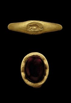 ROMAN GOLD RING  | with flat hoop, oval bezel with later cabochon garnet, circa 1st Century B.C.- 1st Century A.D.