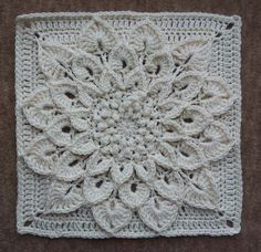 Transcendent Crochet a Solid Granny Square Ideas. Inconceivable Crochet a Solid Granny Square Ideas. Crochet Motifs, Crochet Blocks, Crochet Squares, Crochet Doilies, Crochet Flowers, Crochet Stitches, Free Crochet, Knit Crochet, Crochet Patterns