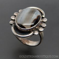 OVAL GREY AGATE CABOCHON STERLING SILVER SHADOWBOX OVAL RING - SIZE 6.5 – Gold Stream Boutique