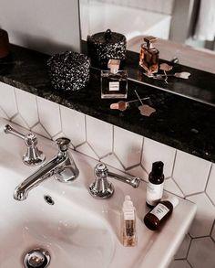 home decor decoration Interior And Exterior, Interior Design, House Goals, Style Vintage, Bathroom Inspiration, Home Improvement, Routine, Sweet Home, House Design