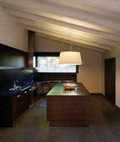 Na sala, nos quartos ou na cozinha, a iluminação é sempre importante. Consulte-nos e saiba quais as propostas que temos para o seu espaço.