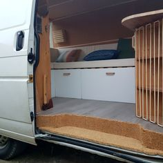 Instagram: @radiusandulna - Blog: www.radius-ulna.com - Transporter 4 step cover with doormat. The details for a warm and cosy entrance. Interior design of DIY camper van
