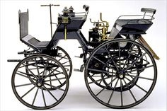 Noch stark an der Kutsche war Gottlieb Daimlers Wagen von 1886 orientiert