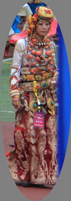 Khampa beauty wearing her family's wealth at the 2010 celebrations in Kangding