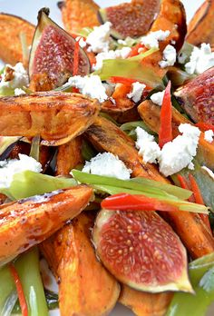 Salade van geroosterde zoete aardappel met vijgen en geitenkaas