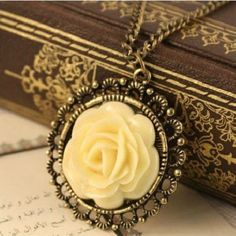 2017 New  Arrived Hot Sale Fashion Women & Grils Fashion Necklaces Jewelry Women's Fashion Gifts Flowers Lovely Retro European