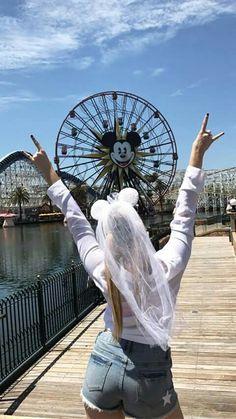 Rydel doing the Rydel pose in Disneyland