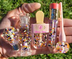 Lip Gloss Homemade, Flavored Lip Gloss, Glitter Lip Gloss, Diy Lip Gloss, Makeup Kit, Skin Makeup, Cute Lipstick, Diy Gifts To Sell, Gloss Labial