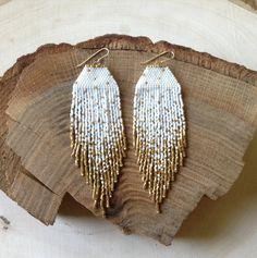 Mancha blanca y oro pendientes-hecho por por wildmintjewelry