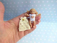 Miniatur OOAK Baby MÄDCHEN 5,9 cm Puppenstube 1:12 BEWEGLICH. Puppe Handgemacht Unikat von YuliyasOOAKdolls auf Etsy