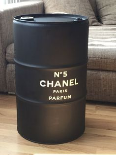 DIY / upcycling an old oil drum /barrel CHANEL design black and white minimal industrial Oil Barrel, Metal Barrel, Industrial House, Industrial Furniture, Barrel Projects, Diy Projects, Decoration Chic, Diy Home Decor, Room Decor