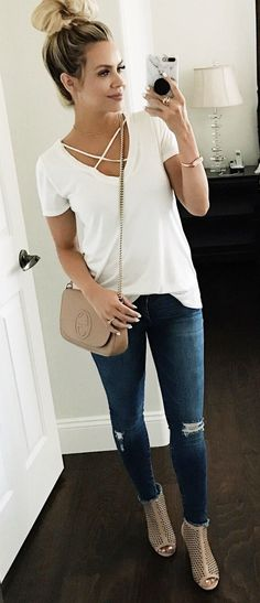 Spring Outfits with Ripped Jeans 92 Spring Fashion White top & Ripped Skinny Jeans & Beige Leather Shoulder Bag 1 Mode Outfits, Outfits For Teens, Fall Outfits, Casual Outfits, Young Mom Outfits, Spring Outfits Women Casual, Casual Ootd, Everyday Outfits Simple, Rompers For Teens