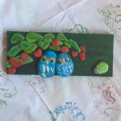 """sotto le fragole"" 😊 #owls #gufi #bird #birds #gufettiinnamorati #fragole #strawberry #fogliedifragole #arredogiardini #arredocasa #naif #quadrinaif #instaowls #birdsofinstagram #owlstagram #paesaggi #landscape #paintedstones #instanature #naturelovers #instaphoto #naturephoto #natureart #creativelovers #arte #artigianatoartistico #followme #mavvyy"
