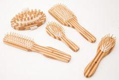 Escovas e massageadores feitos de bambú! Lindos, práticos e totalmente organicos! #elacosmeticos #MundoDela