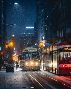 City Girl Life, Toronto Street, Beautiful Places In The World, Beautiful Life, Toronto Ontario Canada, Night City, New York Travel, Urban Photography, Countries Of The World