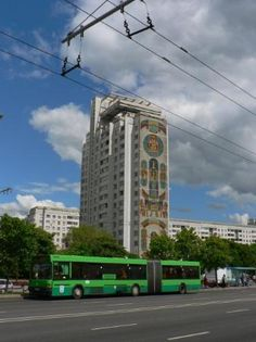 """Residential building at the microdistrict """"Vostok"""". Beautiful facade paintings in a style which (un miembro de Facebook, feb 2010)"""