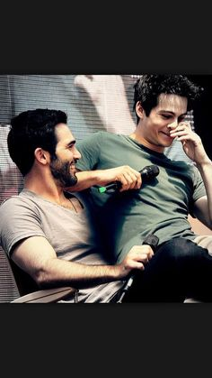 This is just the most adorable thing EVER! If this is a manip, it is very well . - This is just the most adorable thing EVER! If this is a manip, it is very well done! dylan o'bri - Stiles Teen Wolf, Teen Wolf Boys, Teen Wolf Cast, Teen Wolf Derek, Cody Christian, Tyler Hoechlin, Derek Hale, Dylan O'brien, Sharingan Kakashi