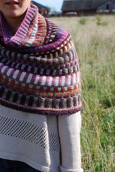 Inspira Cowl by celerystalk . Free pattern ravelry