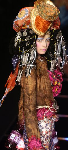 John Galliano Fall Winter 2004 Ready-To-Wear