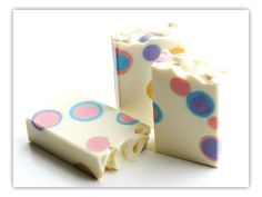 FOR YOUR NOSE:A fruity berry combination of strawberry, blackberry and wild huckleberries touched with a hint of pineapple and soft rose on a sweet caramel bottom.FOR YOUR SKIN:My skin loving Olive Oil recipe enriched with Shea Butter, Avocado Oil and real Silk!Formulated to produce a mild and luxuriously creamy lather that won't over-strip your skin of it's natural and beneficial oils.Bars weigh just over 5 oz / 140 gEach arrives individually wrapped in smell throug...
