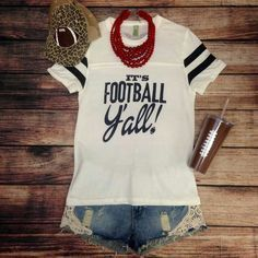 Callin' all Football Lovin' Gals - Fashion Trend Alert! Sporty Chic, Fall Outfits, Summer Outfits, Cute Outfits, Coaches Wife, Football Shirts, Army Football, Football 101, Football Rooms