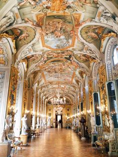 Mysterious family tales at Palazzo Doria Pamphilj Beautiful Castles, Beautiful Buildings, Beautiful Places, Classical Architecture, Architecture Details, Places Around The World, Around The Worlds, Italian Villa, Royal Life