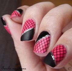 Black and pink netting nails.