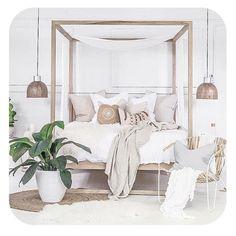 boho luxe decor neutral colours pop of green Bedroom