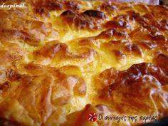 Ο ΜΕΡΑΚΛΗΣ της Θεσσαλονίκης προτείνει για αυτή την εβδομάδα μια παραδοσιακή συνταγή για αφράτη τυρόπιτα με πλούσια λιπαρή γεύση και αλλά και ένα ιδιαίτερο μυστικό επιτυχίας, την σόδα στη μορφή του γνώριμου σε όλους μας δροσιστικού αναψυκτικού, που μας δίνει ένα 'φουσκωμένο' τελείωμα και μετατρέπει μια απλή παρασκευή σε ένα εκπληκτικό έδεσμα πολυτελείας!! Pita Recipes, Cookbook Recipes, Sweets Recipes, Greek Recipes, Cooking Recipes, Greek Appetizers, Greek Sweets, Cheese Pies, Fast Dinners