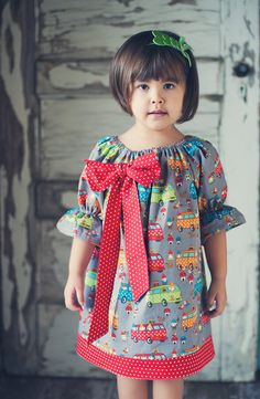 Girl's Lovely Peasant Dress with Big Bow School by LilGermanBakery, €28.99