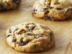 This Month's Recipes Choco Chips, Best Chocolate Chip Cookie, Mini Chocolate Chips, Chocolate Recipes, Just Desserts, Delicious Desserts, Dessert Recipes, Anna Olson, Granola Barre
