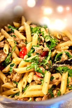 Krämig penne rigate med fläskfilé, blandsvamp och rucola Pork Recipes, Fall Recipes, Pasta Recipes, Real Food Recipes, Great Recipes, Vegetarian Recipes, Favorite Recipes, Healthy Recipes, I Love Food
