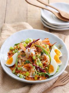 Yum pak bung - Morning glory spicy salad with shrimp and boil eeg. Thai Recipes, Clean Recipes, Cooking Recipes, Thai Dishes, Food Dishes, Healthy Menu, Healthy Recipes, Best Thai Food, Thai Food Menu
